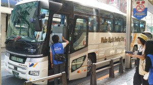 北千住駅前 大型バスに乗って出発です。